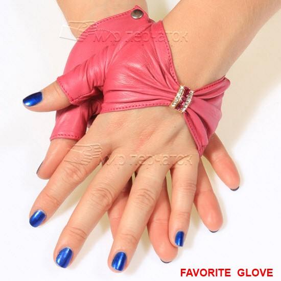 Женские оригинальные перчатки розового цвета