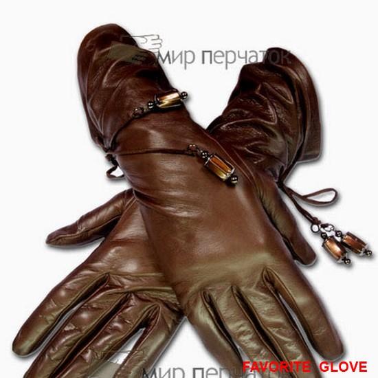 длинные кожаные перчатки, декорированные шнурками