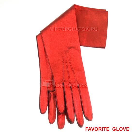 Красные перчатки до локтя – яркий акцент образа